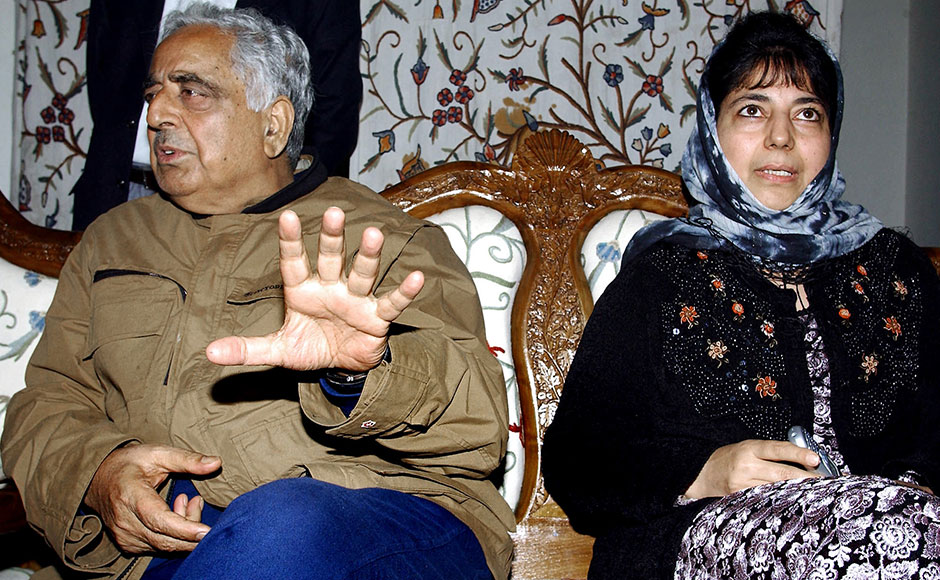 Chief Minister of the Indian state of Jammu and Kashmir Mufti Mohammad Sayeed (R) gestures as he speaks to civillians rescued from a shopping complex where alleged militants are believed to be in hiding, as his daughter Mehbooba Mufti looks on in Srinagar, 17 October 2003. Two soliders of the Border Security Force were killed and an officer and two press photographers injured in a militant attack. AFP PHOTO/Tauseef MUSTAFA
