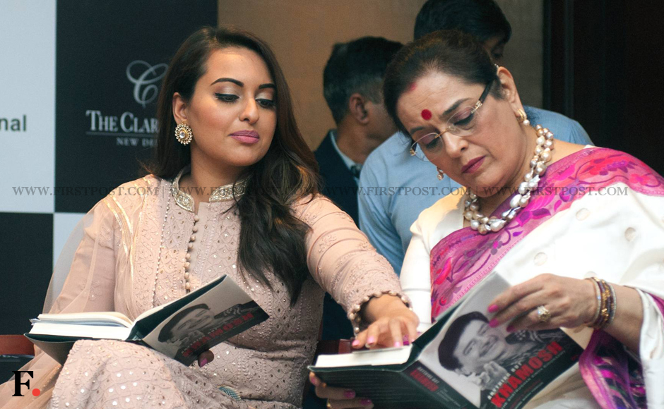Sonakshi-Sinha-with-mother