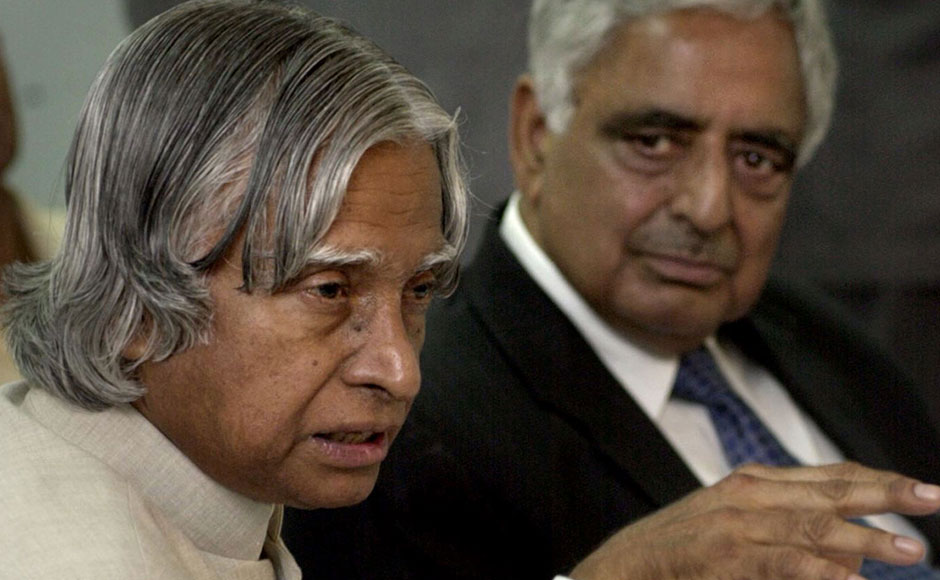 Indian President Abdul Kalam (L) gestures during a meeting at the Information Technology Park in the outskirts of Srinagar, 27 June 2003 as Kashmir Chief Minister Mufti Mohammad Sayeed looks on. Kalam arrived in the insurgency-hit summer capital of Indian-administered Kashmir, where police reported another six people killed in continuing separatist-linked violence. AFP PHOTO/Sajjad HUSSAIN / AFP / SAJJAD HUSSAIN