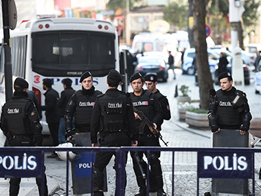 Istanbul explosion 10 killed 15 wounded in suicide attack by Islamic State says Turkey PM