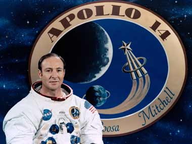 'Lunar pioneer': Astronaut Edgar Mitchell, one of few men who walked on the Moon, passes