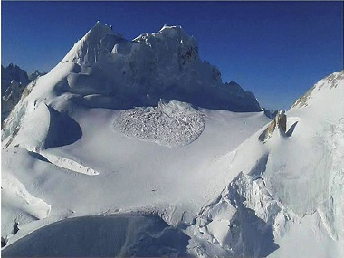 Operations by the specialised teams of the Army and the Air Force in progress to rescue the soldiers hit by an avalanche in Siachen on Thursday. PTI