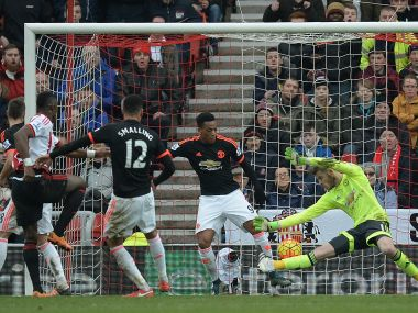 Premier League: Sunderland stun United to put van Gaal under pressure; Chelsea run riot