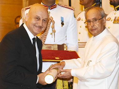 Anupam Kher being conferred the Padma by President Pranab Mukherjee on Monday. Image from PIB