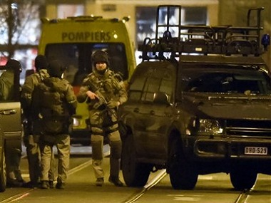 Special operations police take positions during a raid in Brussels on Tuesday, March 15, 2016. Belgian police launched an anti-terror raid linked to last year's Paris attacks in a Brussels neighborhood on Tuesday. A police official, who requested anonymity because the operation was still ongoing, said the exact circumstances of the incident were still unclear, and that several police officers were injured. (AP Photo/Geert Vanden Wijngaert)