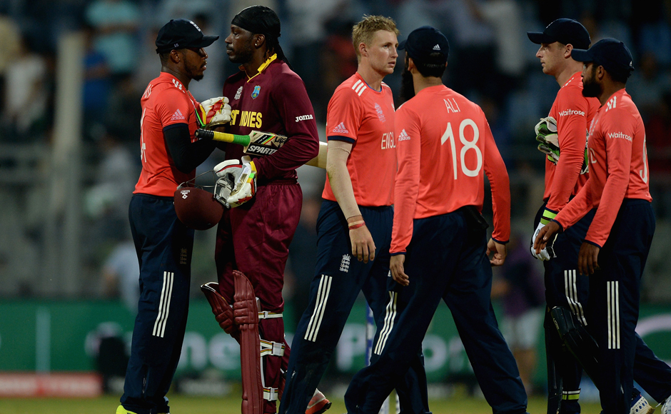Chris-Gayle-shaking-hands-with-England-team-Getty