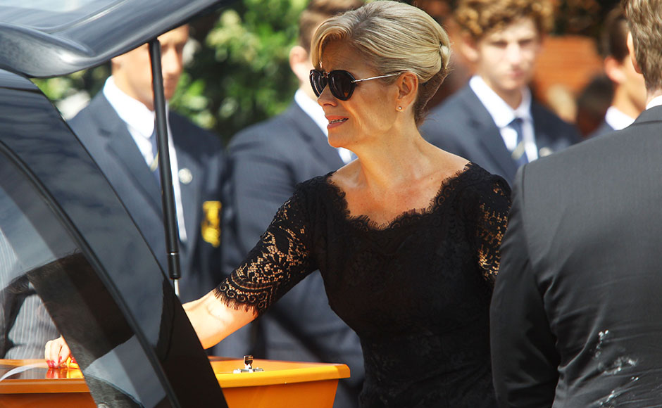 The wife of Martin Crowe, Lorraine Downes, bids farewell to the former New Zealand Cricketer during his funeral at the Holy Trinity Cathedral in Auckland on March 11, 2016. Cricketing greats honoured Martin Crowe at an emotional funeral for New Zealand's greatest batsman on March 11, with his cousin, Hollywood star Russell Crowe, acting as a pallbearer. / AFP