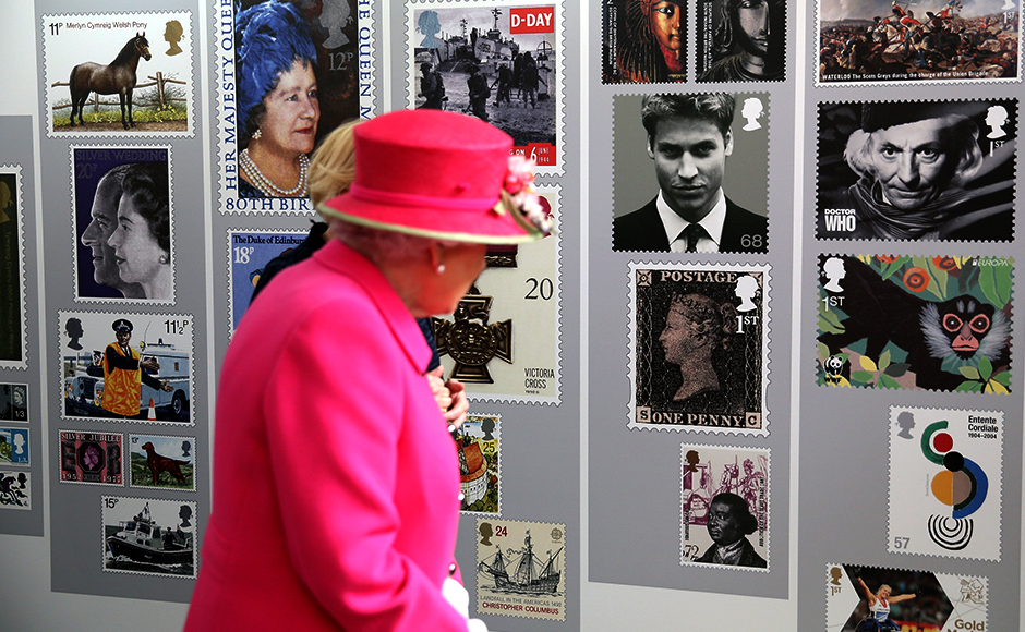 Queen Elizabeth II visits the Queen Elizabeth II delivery office in Windsor with Prince Philip, Duke of Edinburgh on April 20, 2016 in Windsor, Britain. The visit marks the 500th Anniversary of the Royal Mail delivery service. The Queen and Duke of Edinburgh are carrying out engagements in Windsor ahead of the Queen's 90th Birthday tommorow. REUTERS/Chris Jackson/Pool