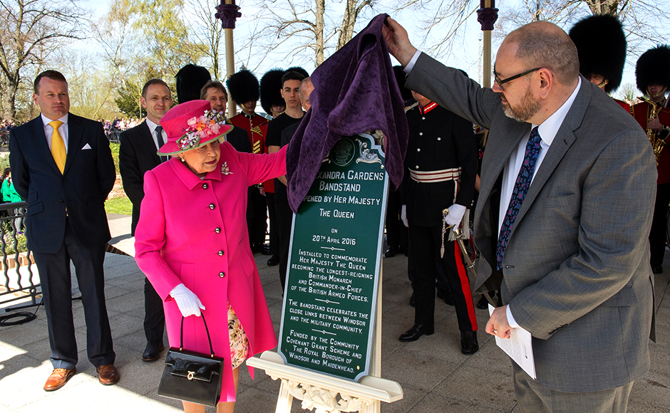 Britain's Queen Elizabeth officially opens the new bandstand at Alexandra Gardens in Windsor, west of London, Britain, April 20, 2016. REUTERS/Arthur Edwards/Pool