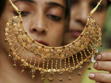 Govt rolls back 1% tax on cash purchase of gold jewellery