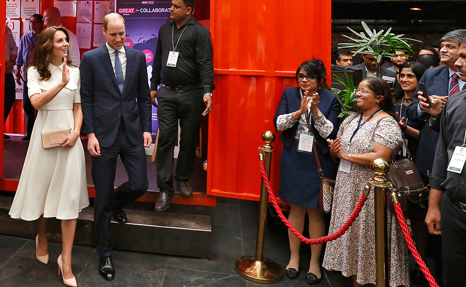 Britain's Prince William, Duke of Cambridge(2L)walks with his wife Catherine, Duchess of Cambridge as they arrive to attend a Young Entrepreneurs Event in Mumbai on April 11, 2016. / AFP PHOTO