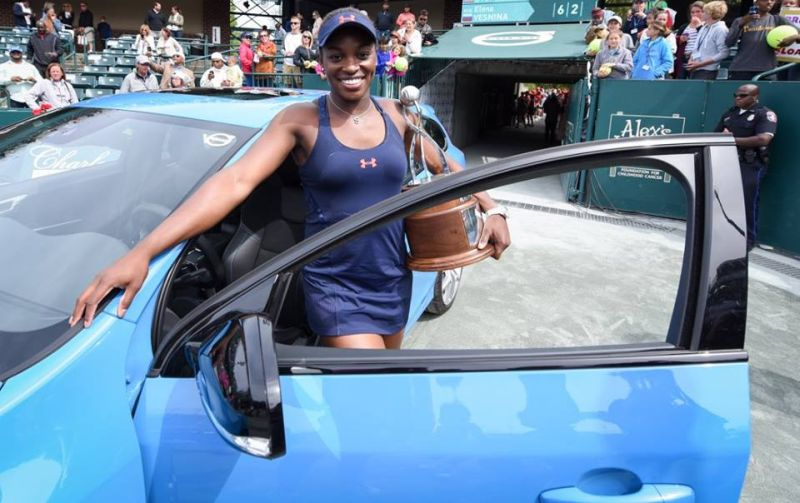 Sloane Stephens with the Charleston 2016 trophy and her car! Image source: Facebook