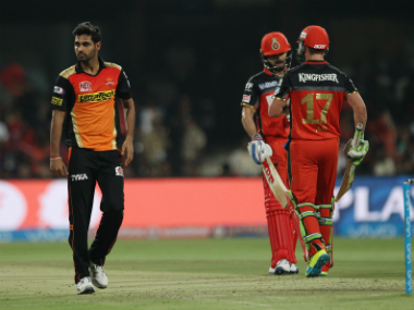 Virat Kohli and AB de Villiers (extreme right) added 157 runs for the 2nd wicket. Photo by Ron Gaunt/ IPL/ SPORTZPICS