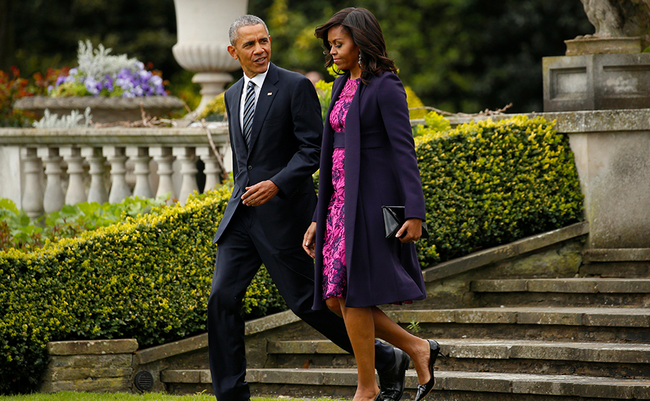 U.S. President Barack Obama and first lady Michelle Obama depart Winfield House in London to have lunch with Queen Elizabeth II at Windsor Castle, Britain April 22, 2016. REUTERS/Kevin Lamarque