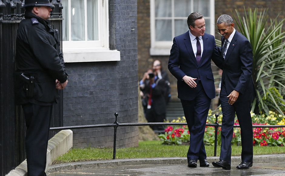 U.S. President Barack Obama is greeted by Britain's Prime Minister David Cameron (2nd R) at Number 10 Downing Street in London, Britain April 22, 2016. REUTERS/Stefan Wermuth