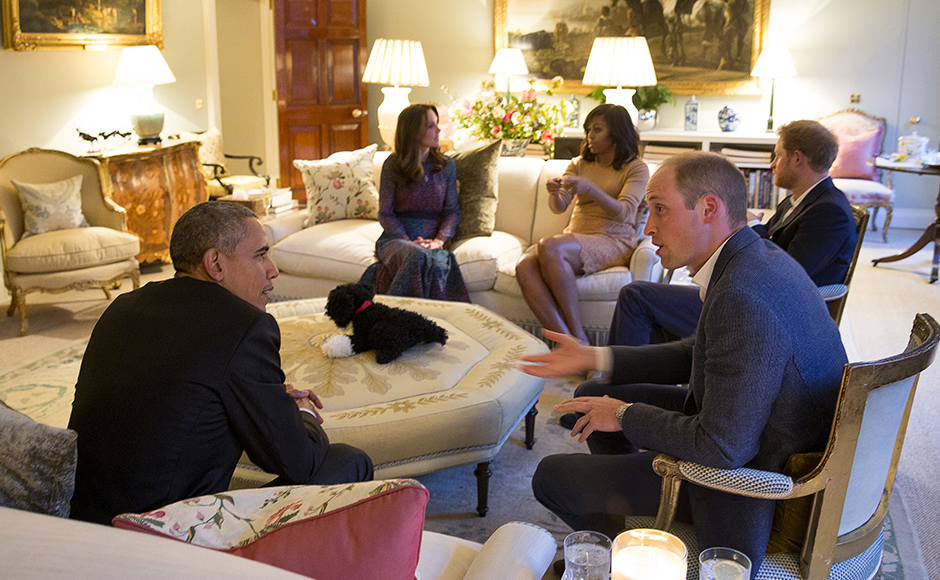 U.S. President Barack Obama and first lady Michelle Obama visit Kensington Palace for dinner with Britain's Prince William, his wife Catherine, Duchess of Cambridge, and Prince Harry in London, Britain April 22, 2016. REUTERS/Stephen Crowley/Pool