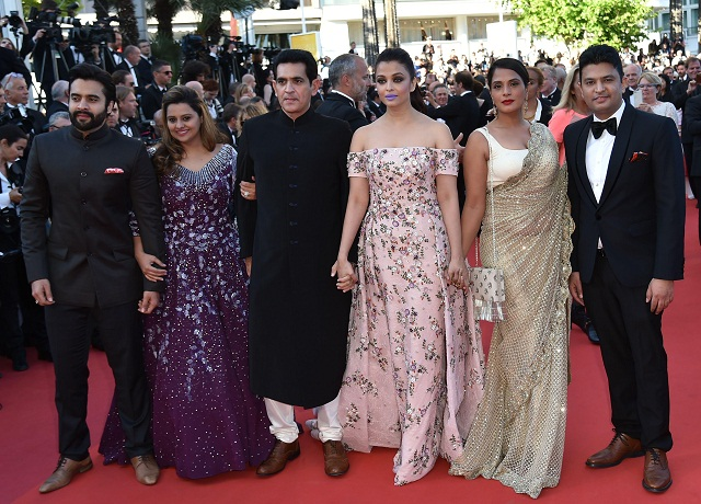 """(FromL) Indian producers Jackky Bhagnani and Honey Bhagnani, director Omung Kumar, actresses Aishwarya Rai and Richa Chadha and producer Bhushan Kumar pose as they arrive on May 15, 2016 for the screening of the film """"Mal de Pierres (From the Land of the Moon)"""" at the 69th Cannes Film Festival in Cannes, southern France. / AFP PHOTO / ALBERTO PIZZOLI"""