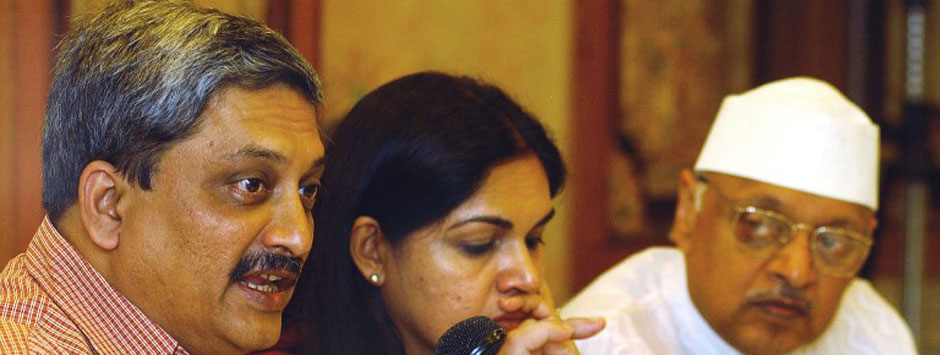 AgustaWestland row: Parrikar sticks to facts but uses 'invisible hand' to slap Cong
