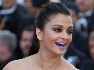 movie-actress-Aishwarya-Rai-Bachchan-sports-purple-lips-at-Cannes