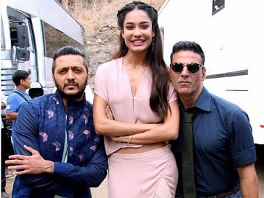 Not funny Did Akshay Kumar pull up comedian for racist joke against Lisa Haydon