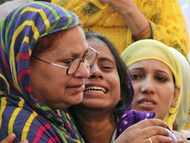 Family members of Mohammad Akhlaq. Reuters