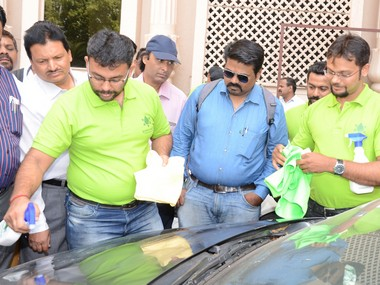 Waterless car wash Pune brothers Green Salute aims to reduce water wastage