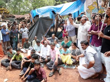 Parents and teachers protest the closure of school in Kozhikode district
