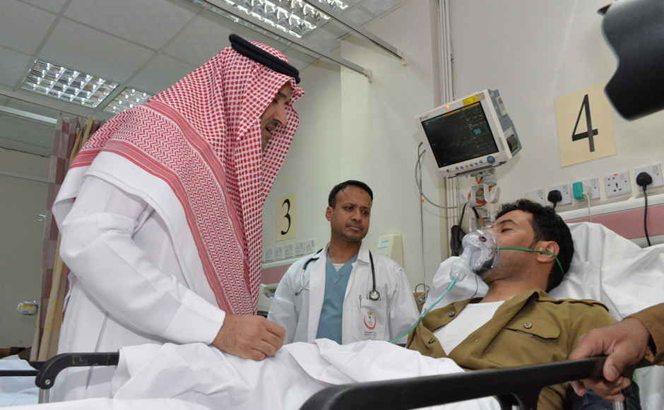 Saudi Emir of Medina Prince Faisal bin Salman bin Abdulaziz (L) visits an injured policeman at a local hospital following a suicide attack near the security headquarters of the Prophet's Mosque in Medina City on July 4, 2016. Four Saudi security personnel were killed and five others were wounded in a suicide bombing today outside one of Islam's holiest sites, the Prophet's Mosque in Medina, the interior ministry said. STR / AFP