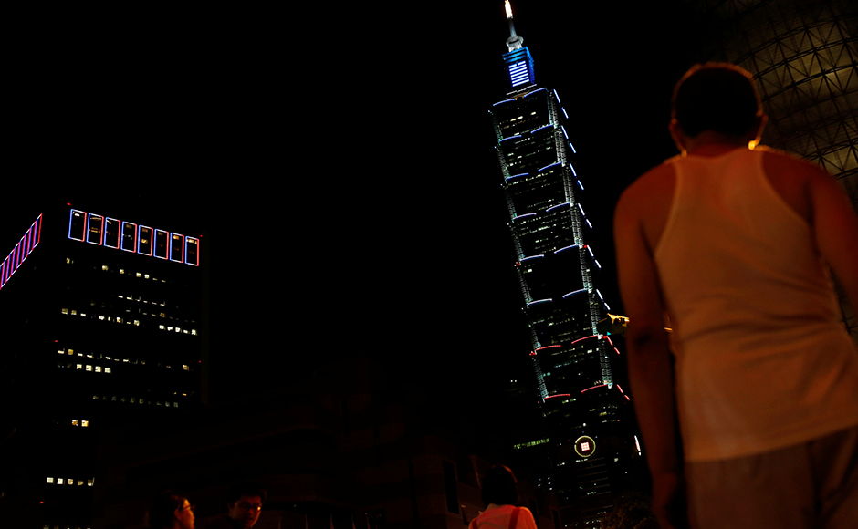 Taiwan's landmark building Taipei 101 is lit up in blue, white and red, the colours of the French flag, following the Bastille Day killings in Nice, in Taipei, Taiwan July 15, 2016. (REUTERS/Tyrone Siu)