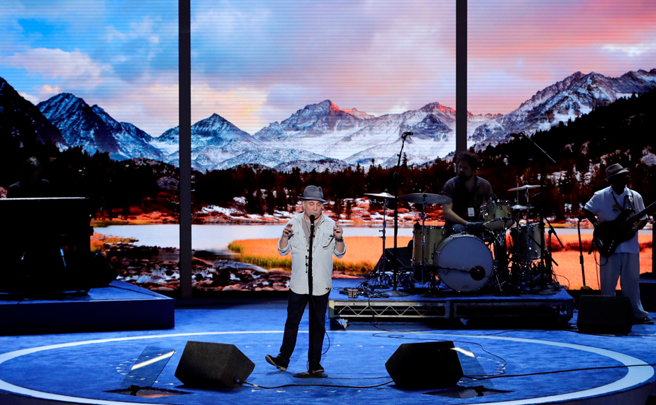 Singer/songwriter Paul Simon rehearses before the kickoff of the Democratic National Convention in Philadelphia , Sunday, July 24, 2016. (AP Photo/J. Scott Applewhite)