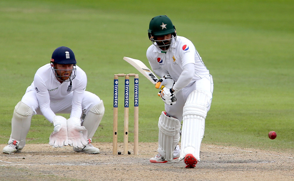 Britain-Cricket-Engla_Verm(1)