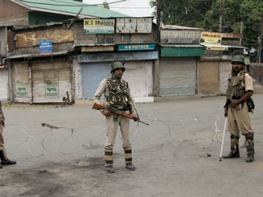 Srinagar attack CRPF commandant and two militants killed in a gunfight in Nowhatta