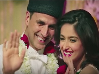 Akshay Kumar and Ileana D'Cruz in a still from 'Tere Sang Yara' from 'Rustom'. Screengrab from YouTube