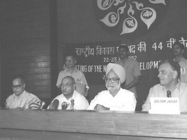 Prime Minister PV Narasimha Rao along with then Finance Minister Manmohan Singh, Deputy Chairperson of the Planning Commission Pranab Mukherjee and Agriculture Minister Balram Jakhar at a meeting in May 1992. Photo courtesy photodivision.gov.in
