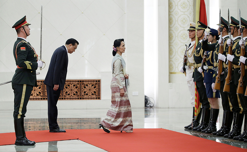 China's Premier Li Keqiang and Myanmar State Counselor Aung San Suu Kyi (3rd L) attend a welcoming ceremony at the Great Hall of the People in Beijing, China, August 18, 2016. REUTERS