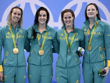 Australian Women's Swimming Team pose with their gold medal. AFP