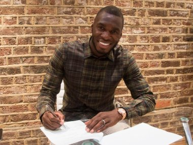 Christian Benteke signs for Crystal Palace. Image courtesy: Twitter/@CPFC