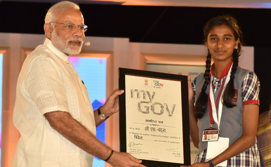 The Prime Minister, Shri Narendra Modi distributing the certificate to MyGov contest winner, at the 2nd Year Anniversary celebrations of MyGov, in New Delhi on August 06, 2016. PIB