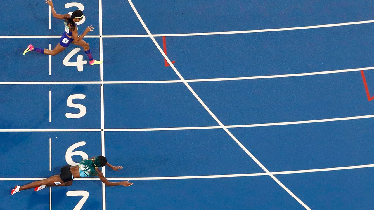 2016 Rio Olympics - Athletics - Final - Women's 400m Final - Olympic Stadium - Rio de Janeiro, Brazil - 15/08/2016. Shaunae Miller (BAH) of Bahamas throws herself across the finish line to win the gold ahead of Allyson Felix (USA) of USA. REUTERS
