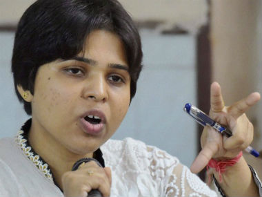 Trupti Desai offers prayer at Haji Ali Dargah but keeps away from the inner sanctum