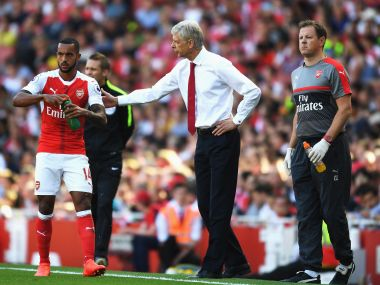 Arsene Wenger talking to Theo Walcott during the Arsenal vs Liverpool game. Getty