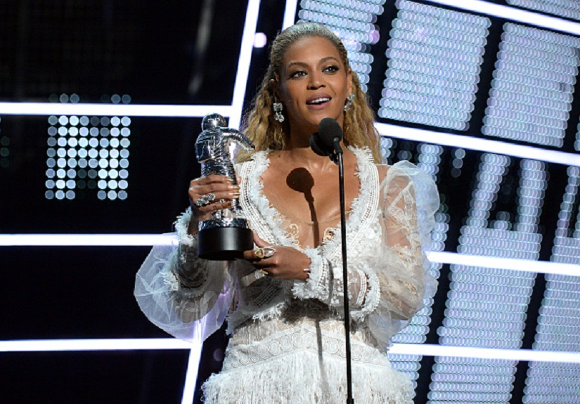 Beyonce accepts her award at the 2016 MTV Video Music Awards at Madison Square Garden on August 28, 2016 in New York City. Image courtesy: Getty Images