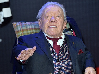 """LONDON, ENGLAND - DECEMBER 16: Kenny Baker attends the European Premiere of """"Star Wars: The Force Awakens"""" at Leicester Square on December 16, 2015 in London, England. (Photo by Anthony Harvey/Getty Images)"""