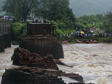 Mahad bridge collapse Navy divers find wreckage of SUV in Savitri river
