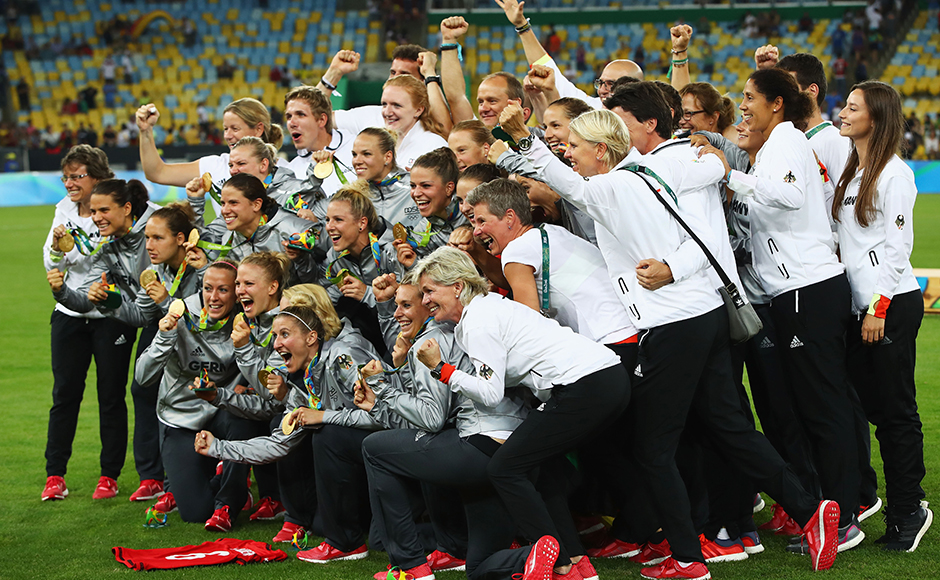 RIO DE JANEIRO, BRAZIL - AUGUST 19: German players celebrate as they receive their medals following victory in the Women's Olympic Gold Medal match between Sweden and Germany at Maracana Stadium on August 19, 2016 in Rio de Janeiro, Brazil. (Photo by Clive Brunskill/Getty Images)
