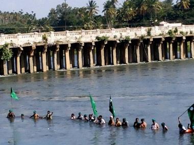 Mysuru: Members of various Kanada organizations staging a protest at Krishna Raja Sagara dam against the Supreme Court directive of releasing water to Tamil Nadu, in Mysuru on Wednesday. PTI Photo (PTI9_7_2016_000179B) *** Local Caption ***