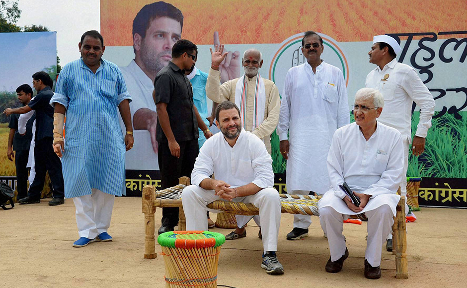Congress leaders, travelling with the party scion, were quick to deflect criticism over the matter, saying attacking the party on the issue would boomerang on the opposition as these khats still hold importance in the countryside. The party has arranged 10,000 khats for the entire campaign. (Photo: PTI)