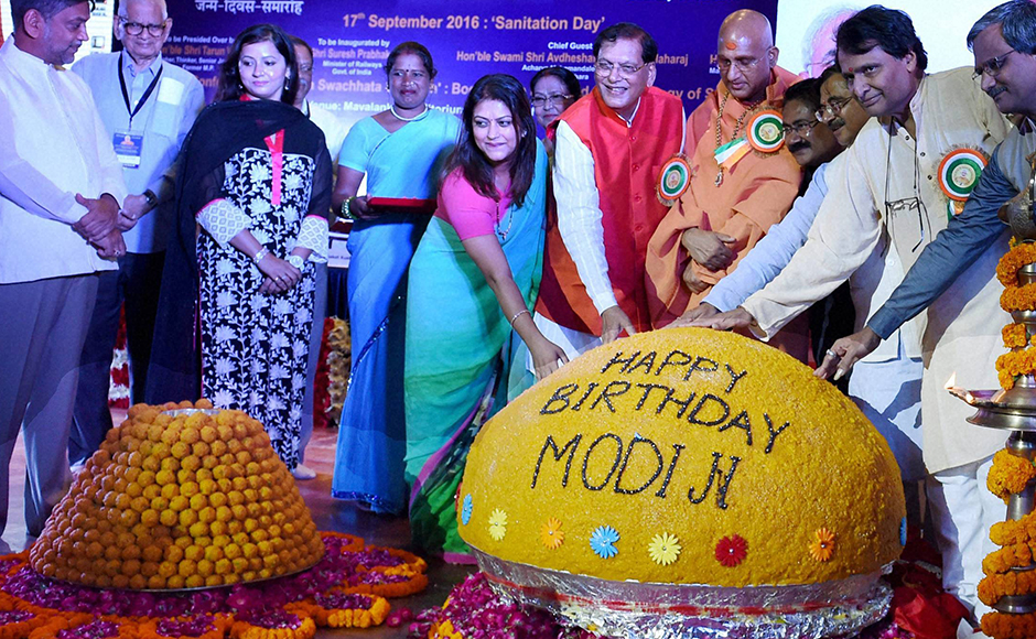 Railway Minister Suresh Parbhu unveils a Laddu at the inauguration of Swacchata Diwas function to mark the birthday of Prime Minister Narendra Modi at Mavlankar Hall in New Delhi on Saturday. PTI Photo by Subhav Shukla(PTI9_17_2016_000084B)