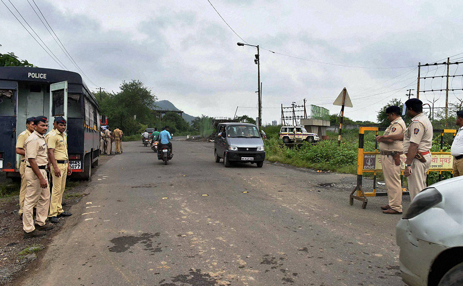 Heavy security arrangements after two school children spotted suspicious looking gunmen at Uran, in Navi Mumbai on Thursday. PTI Photo (PTI9_22_2016_000250B)