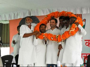 Congress vice-president Rahul Gandhi in Deoria on  Tuesday with party members. Image credit: News18